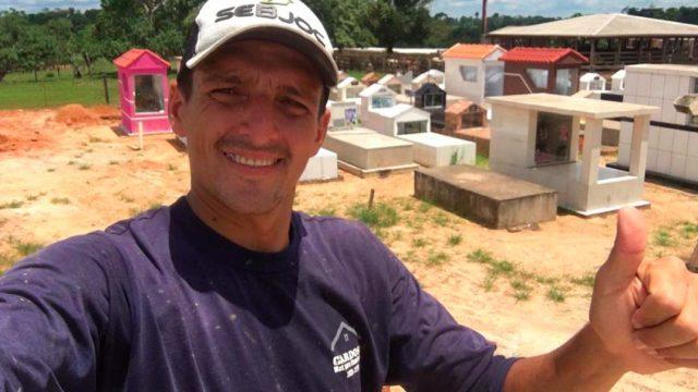 Coveiro e locutor de rádio, Jacó vira político para ajudar o próximo